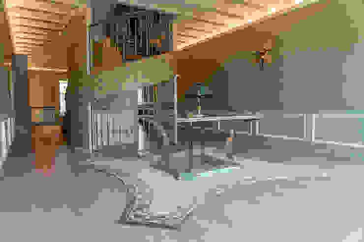 Brummel Rustic style corridor, hallway & stairs