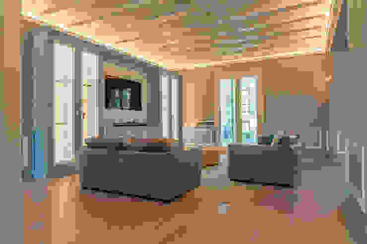 Brummel Rustic style living room Wood