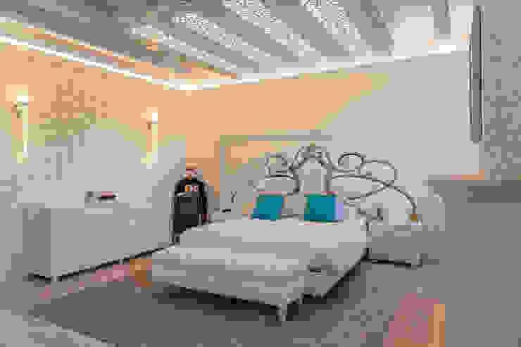 Brummel Rustic style bedroom Solid Wood White