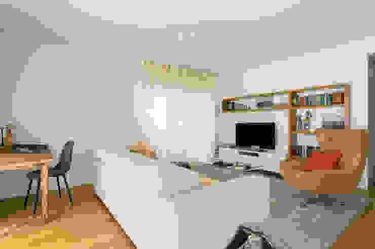 Sala de Estar   Apartamento T2   Oeiras Traço Magenta - Design de Interiores Salas de estar modernas