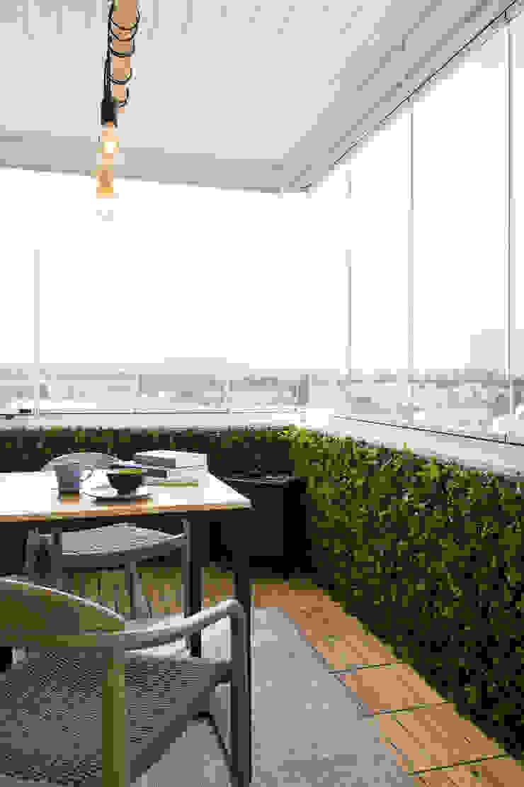 Varanda   Apartamento T2   Oeiras Traço Magenta - Design de Interiores Varanda, marquise e terraçoMobiliário