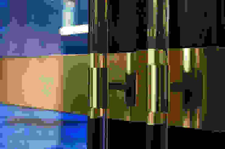 Brass door knob of an office door, Moscow office Tognini Bespoke Furniture Windows & doors Doorknobs & accessories Iron/Steel Amber/Gold