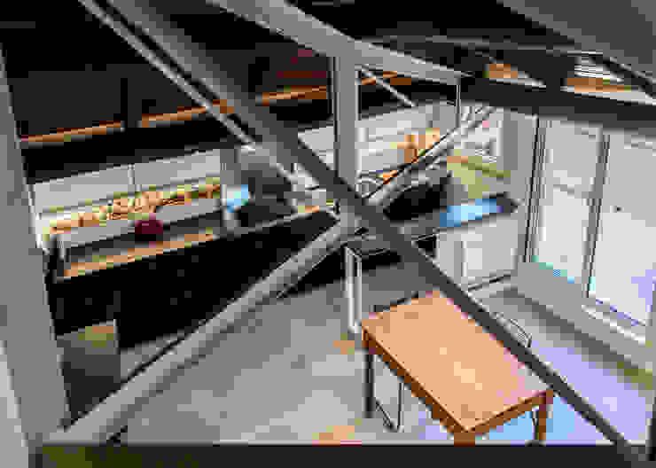 CUCINA - vista dal soppalco OPA Architetti Cucina moderna Legno Nero