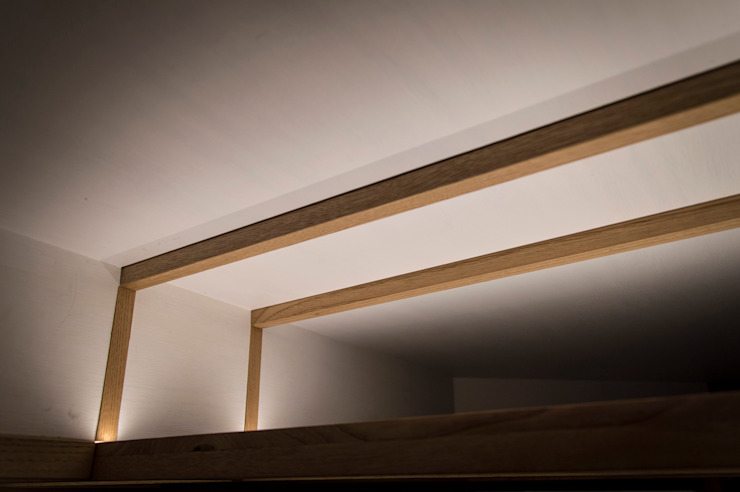 BAGNO - dettaglio illuminazione OPA Architetti Bagno moderno Legno Bianco