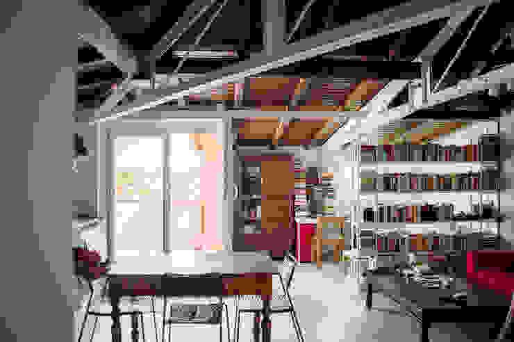 SOGGIORNO - vista zona pranzo OPA Architetti Sala da pranzo moderna Legno Bianco