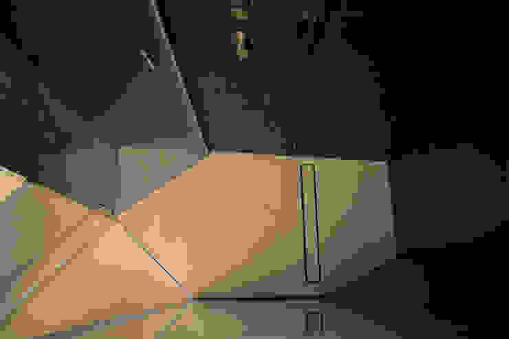 BAGNO - dettaglio piatto doccia OPA Architetti Bagno moderno Ceramica Grigio