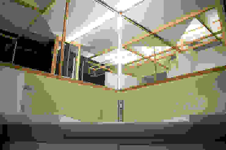BAGNO - dettaglio lavabo con specchio OPA Architetti Bagno moderno Legno Bianco