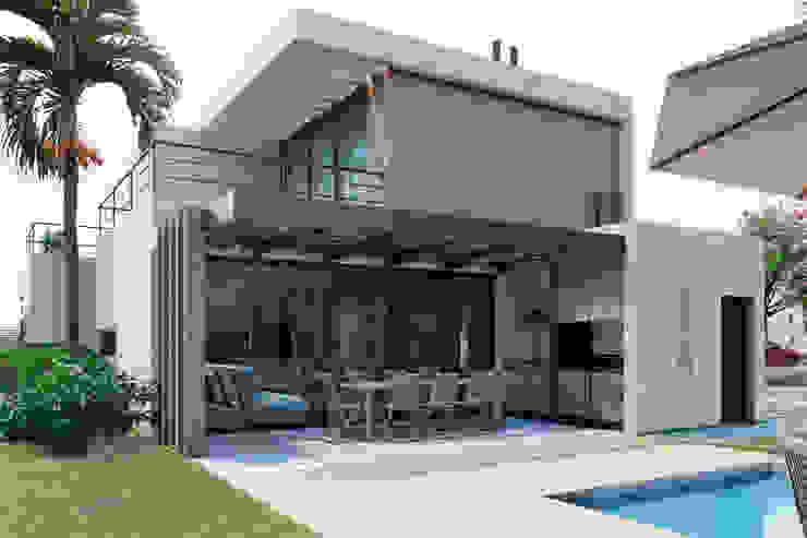 D4-Arquitectos Modern houses Wood Grey