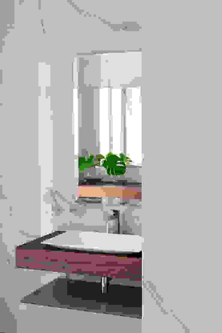 BAGNO PADRONALE - postazione per lui OPA Architetti Bagno in stile classico Legno Bianco