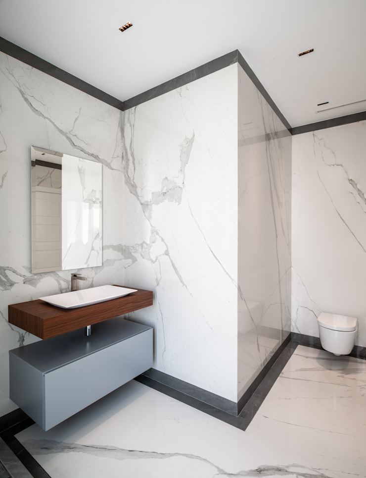 BAGNO PADRONALE - vista angolare OPA Architetti Bagno in stile classico Marmo Bianco