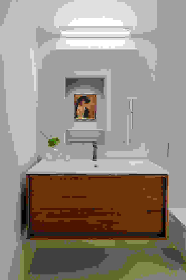 BAGNO con vasca OPA Architetti Bagno in stile classico Legno Beige