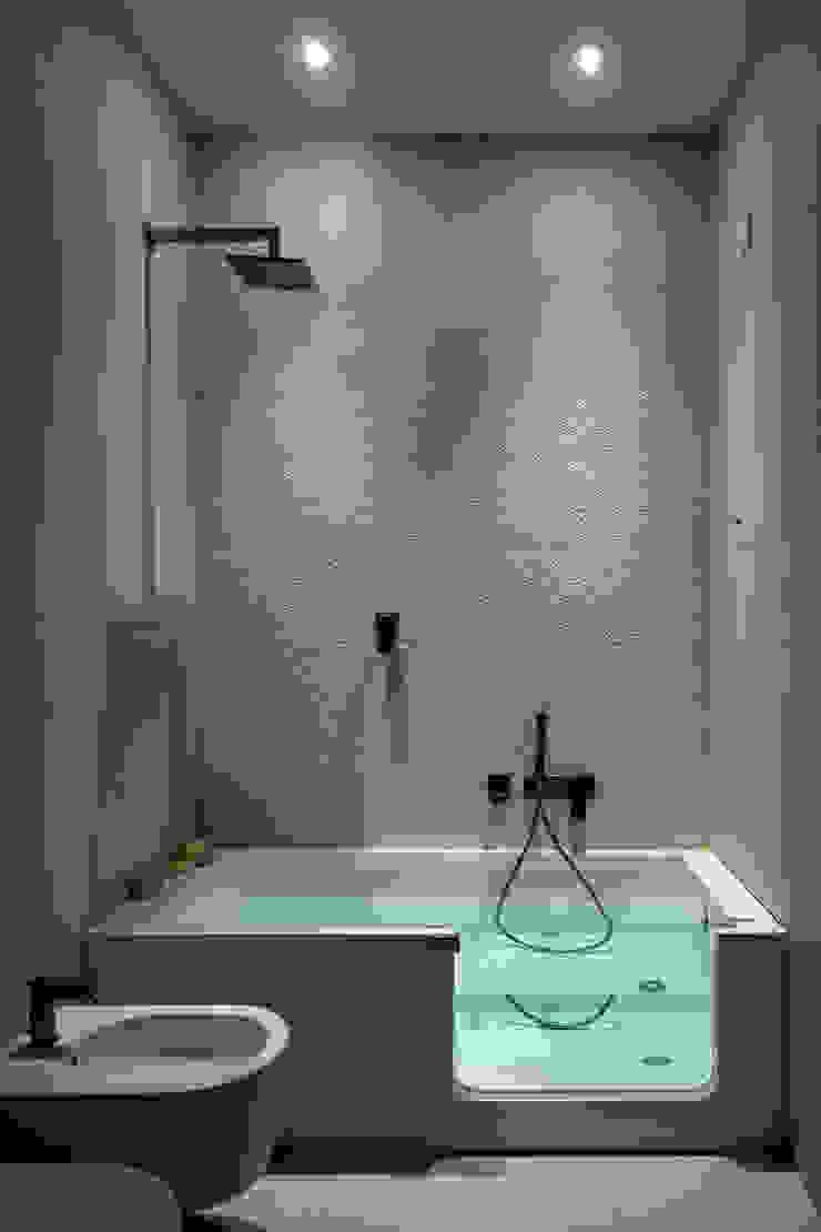 BAGNO con vasca OPA Architetti Bagno in stile classico Ceramica Beige
