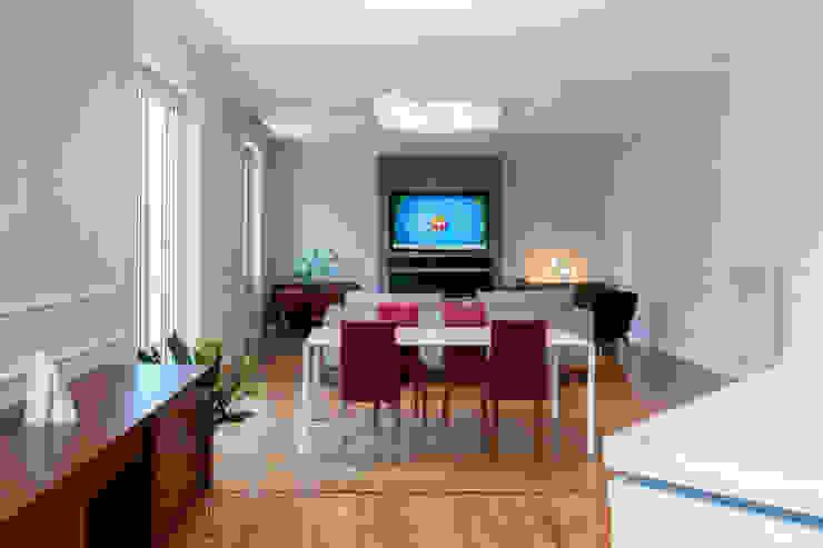 SOGGIORNO zona pranzo OPA Architetti Sala da pranzo in stile classico Legno Bianco