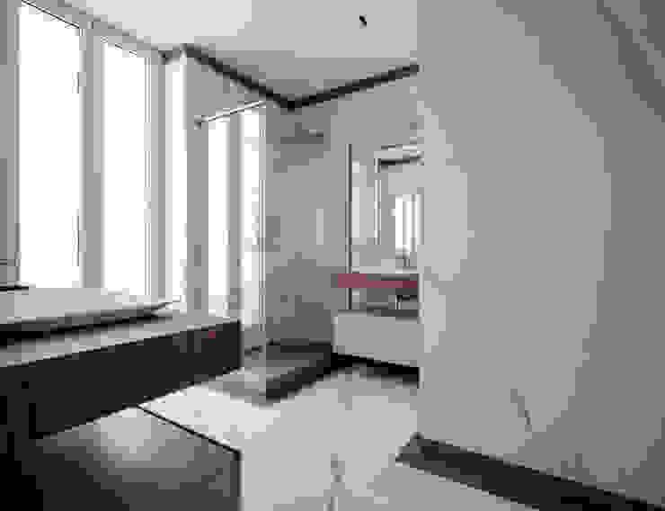 BAGNO PADRONALE - vista dalla camera OPA Architetti Bagno in stile classico Marmo Bianco
