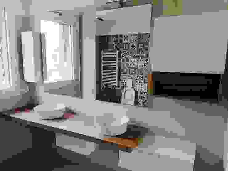 BAGNO 5 CON DOPPIO LAVABO. L&M design di Marelli Cinzia Bagno moderno Bianco