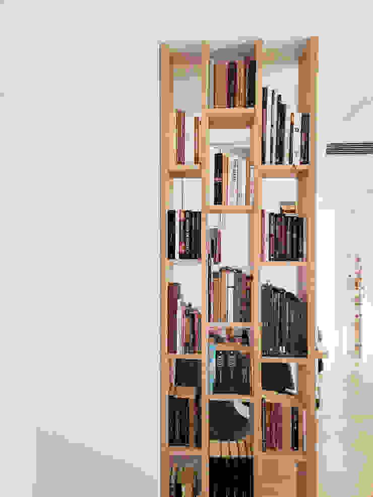 Libreria su misura per zona studio Spazio 14 10 Studio moderno Legno Bianco