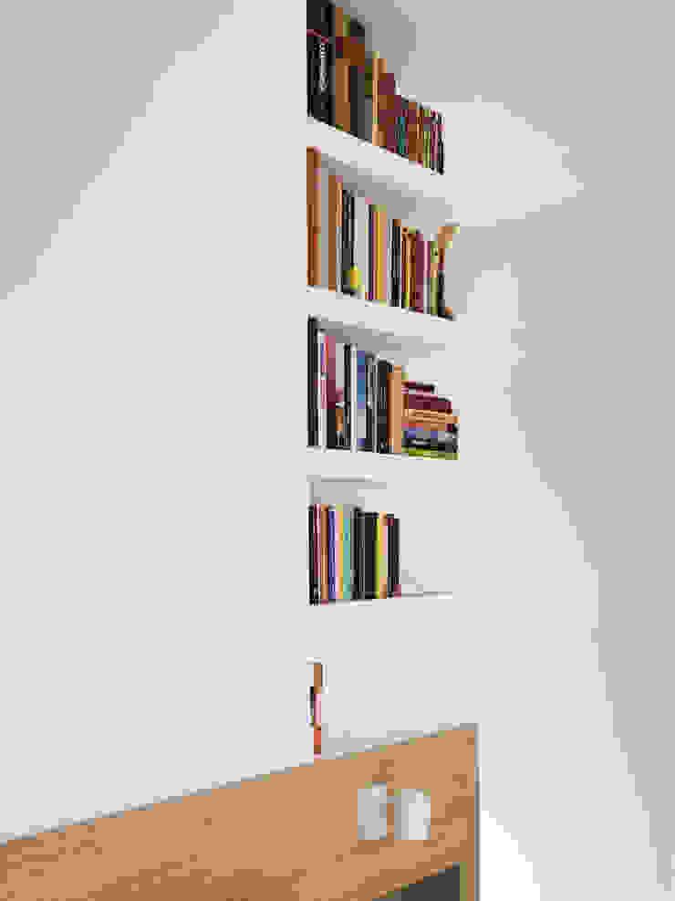Libreria in cartongesso testata letto Spazio 14 10 Camera da letto moderna