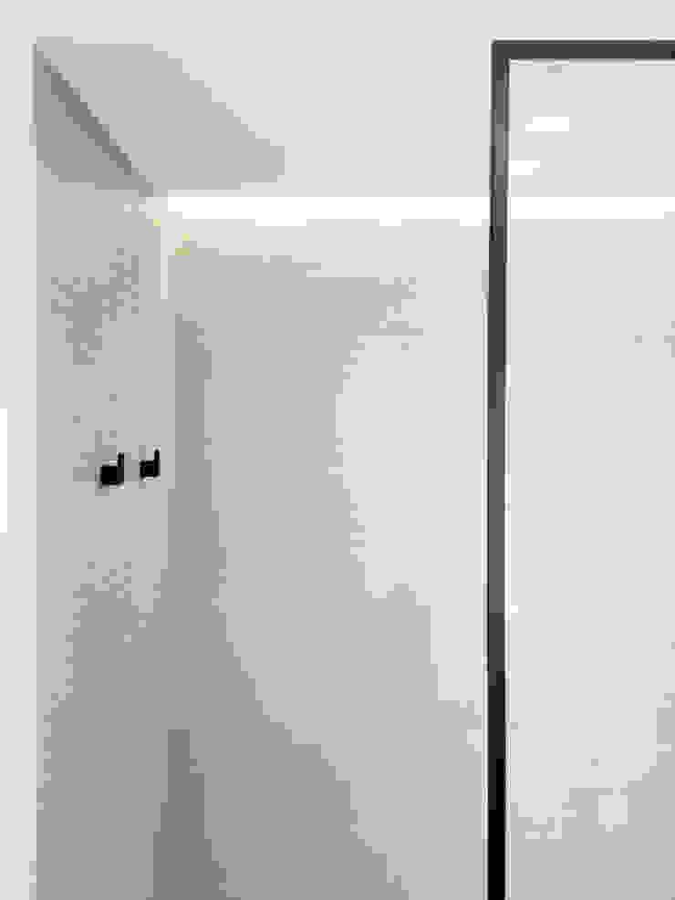 Veletta luminosa nella doccia Spazio 14 10 Bagno moderno
