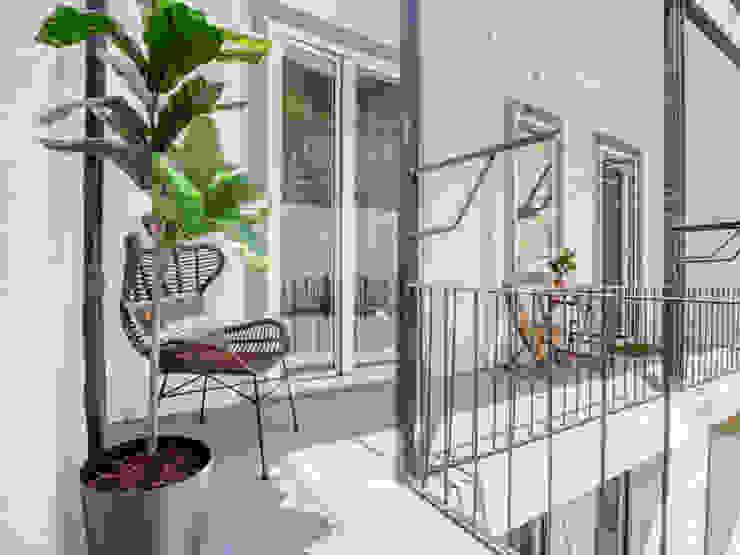 Varandas de Lisboa LOFT . DESIGN HOME STAGING Varanda, marquise e terraçoMobiliário