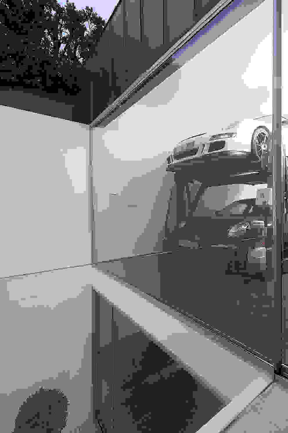 Garagens e edículas modernas por Barbosa & Guimarães, Lda. Moderno