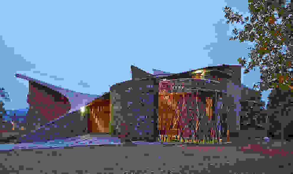 Tropische Häuser von iSTUDIO Architecture Tropisch
