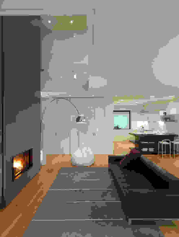 Livings modernos: Ideas, imágenes y decoración de studio antonio perrone architetto Moderno