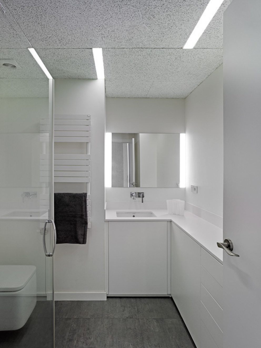 Salle de bain moderne par Castroferro Arquitectos Moderne