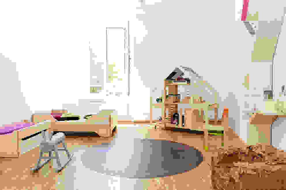 Echo Toddler Bed Room Layout Stanza dei bambini moderna di Bebemoda Moderno