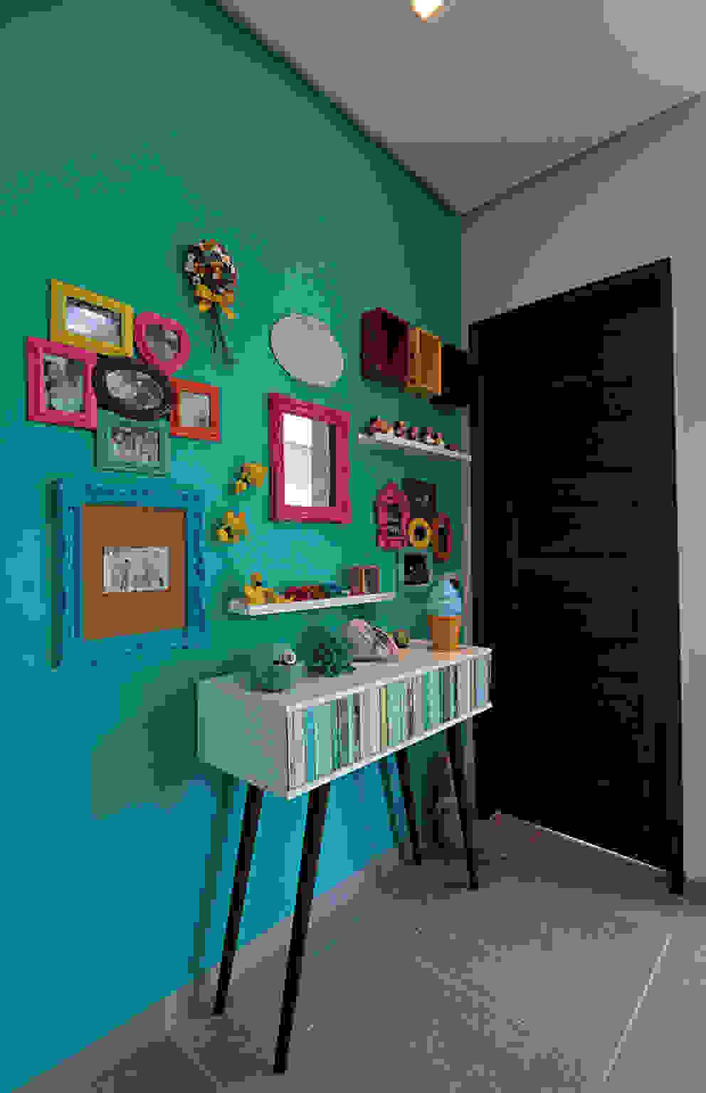 Bangalô 3 irmãos - Praia de Tamandaré/PE Corredores, halls e escadas tropicais por Celia Beatriz Arquitetura Tropical