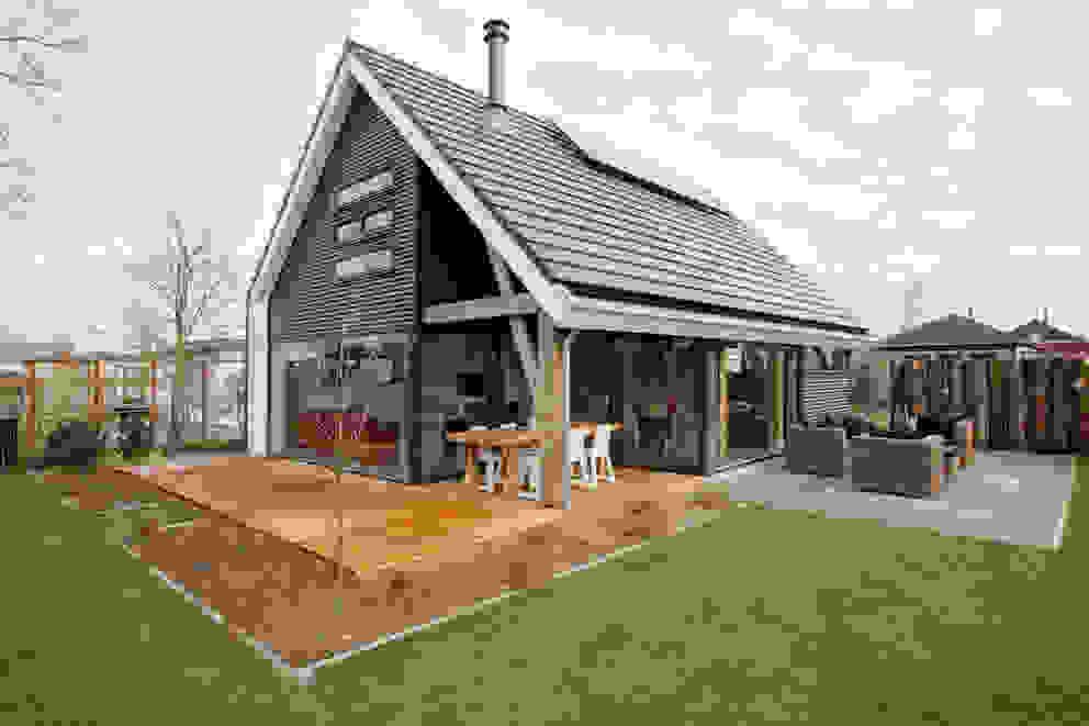 Jardines de estilo  de Bongers Architecten, Moderno