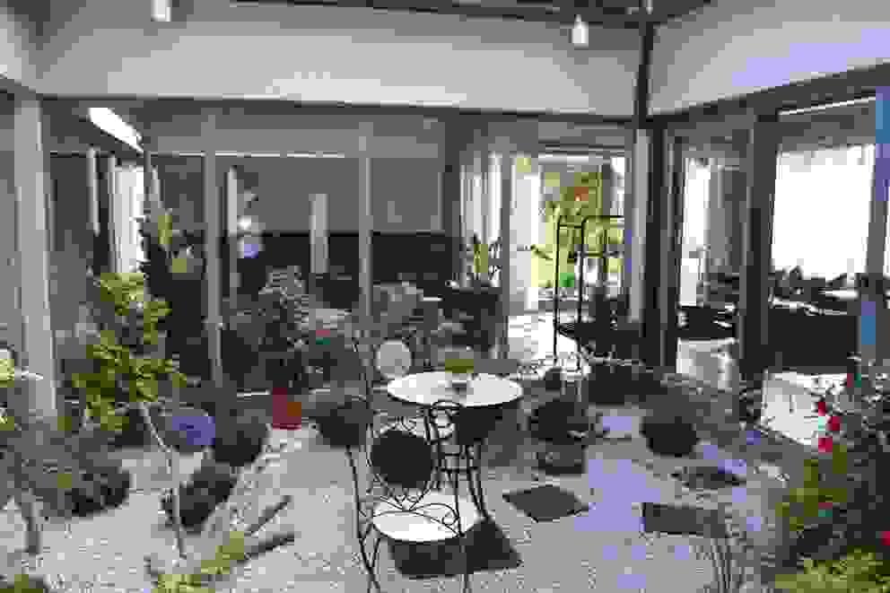 Jardins de inverno modernos por Autorskie Studio Projektu QUBATURA Moderno