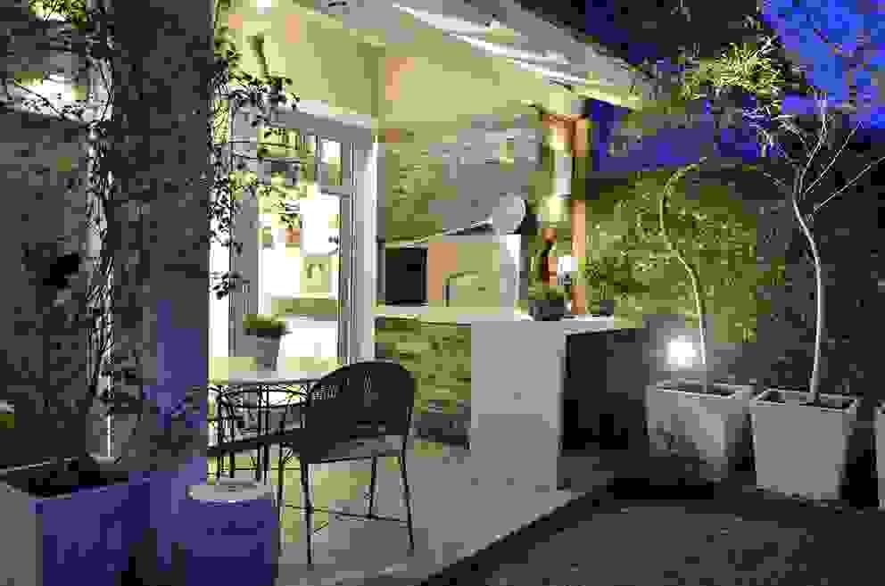 Terrazas de estilo  de Tania Bertolucci  de Souza  |  Arquitetos Associados, Moderno