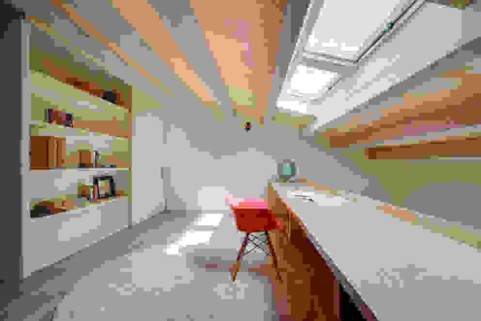 Estudios y biblioteca de estilo  por Lara Pujol  |  Interiorismo & Proyectos de diseño
