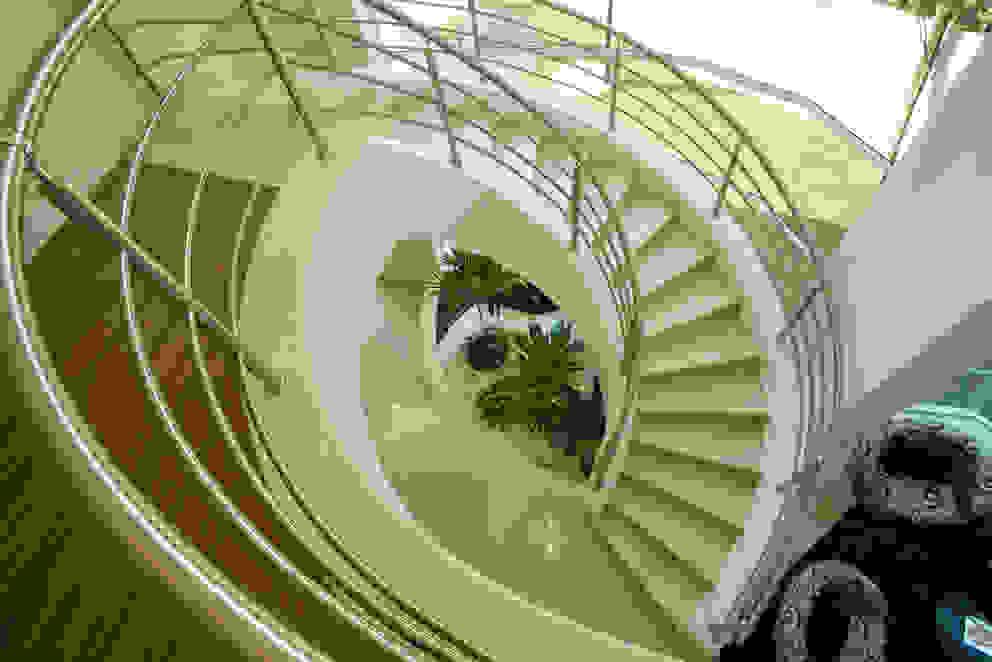 Pasillos y vestíbulos de estilo  por Arquiteto Aquiles Nícolas Kílaris, Moderno