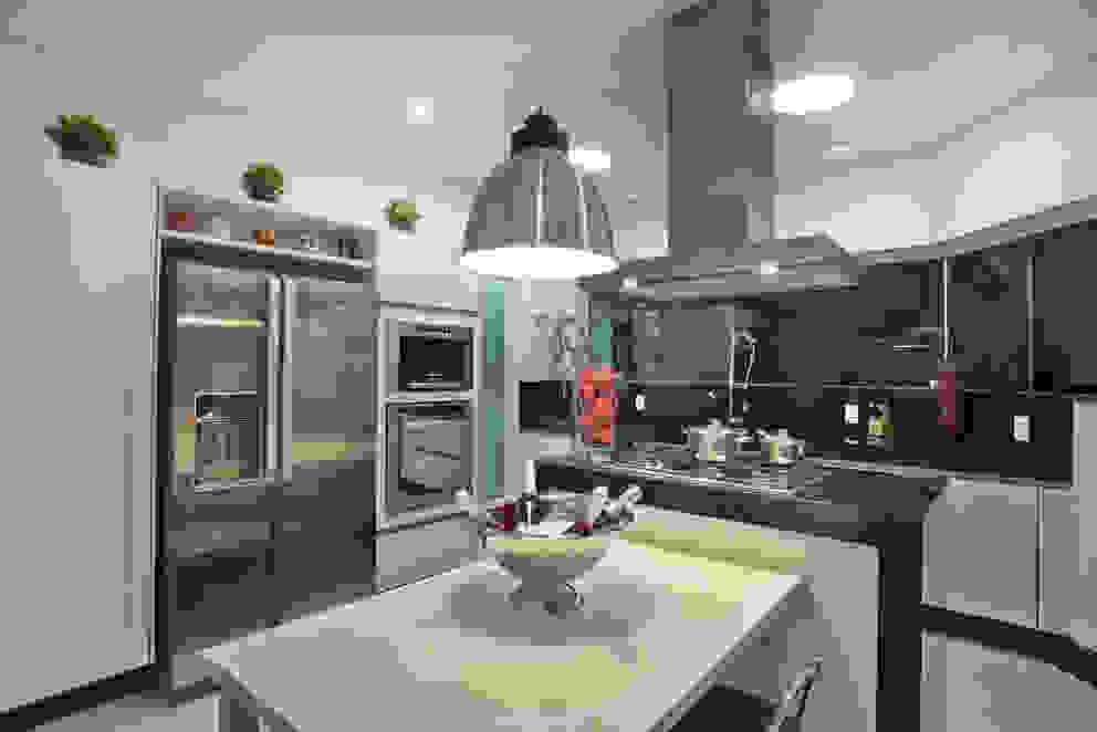 Cocinas de estilo  por Arquiteto Aquiles Nícolas Kílaris, Moderno
