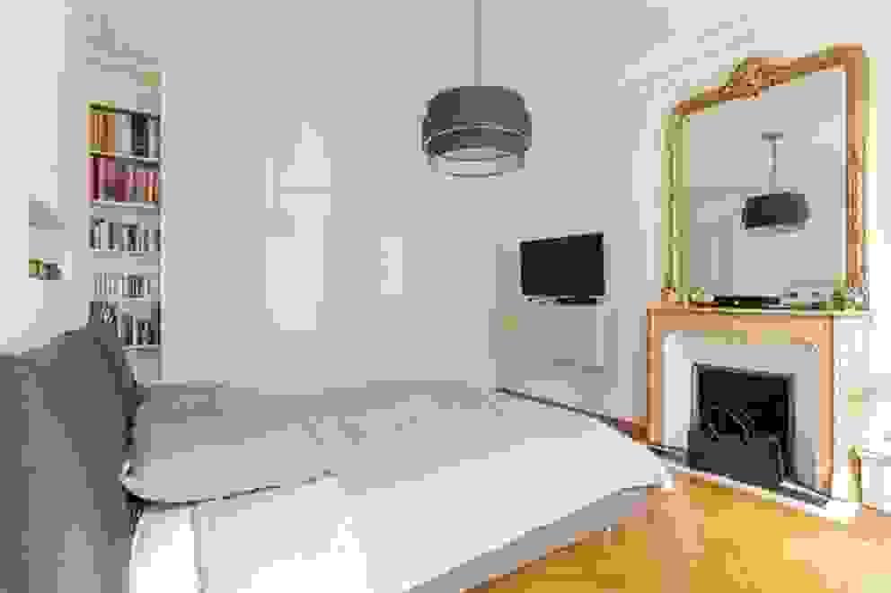 Dormitorios de estilo moderno de QUID Architecture Moderno