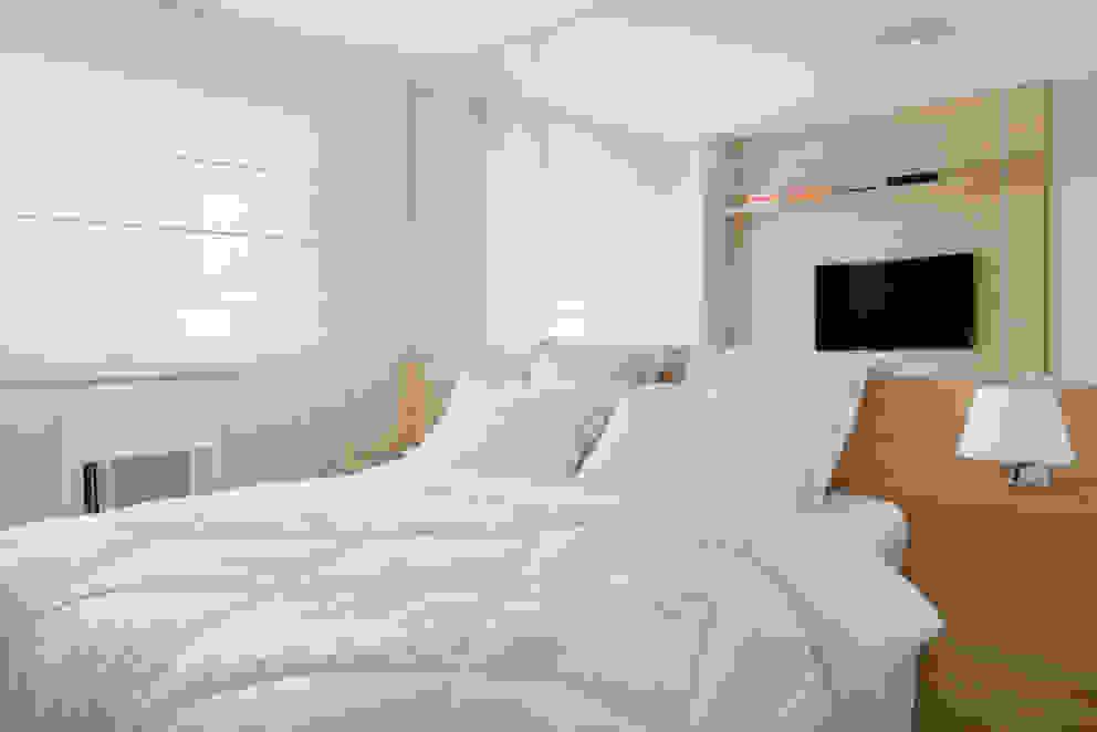 Apartamento pequeno Quartos modernos por Carolina Mendonça Projetos de Arquitetura e Interiores LTDA Moderno
