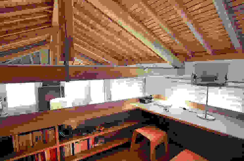 uno studio in quota di isabella maruti architetto Moderno