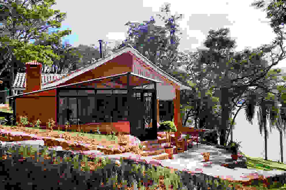 Vista Externa - Área Gourmet Casas campestres por Célia Orlandi por Ato em Arte Campestre Ferro/Aço