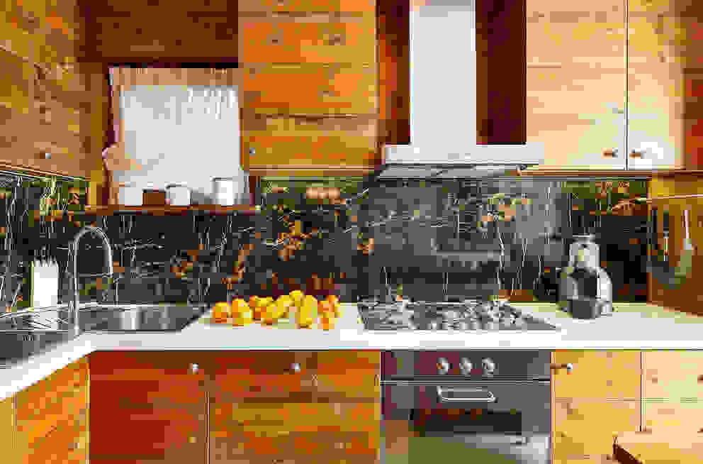 Cucina di Ambra Piccin Architetto Rustico Legno Effetto legno