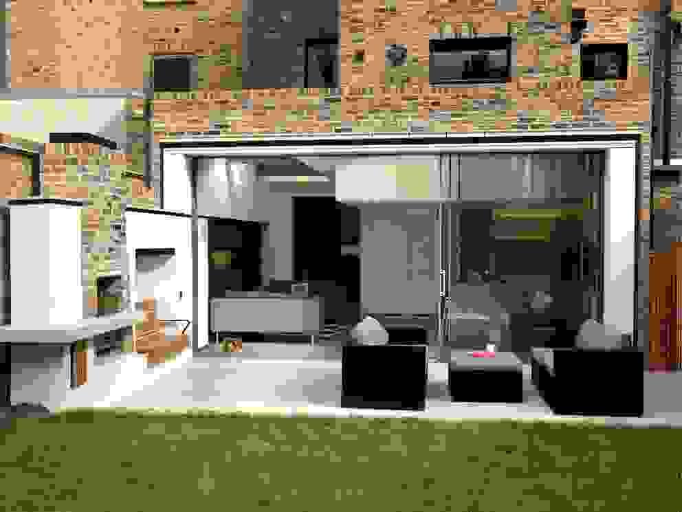 Gretel House Varandas, alpendres e terraços rústicos por Simon Gill Architects Rústico