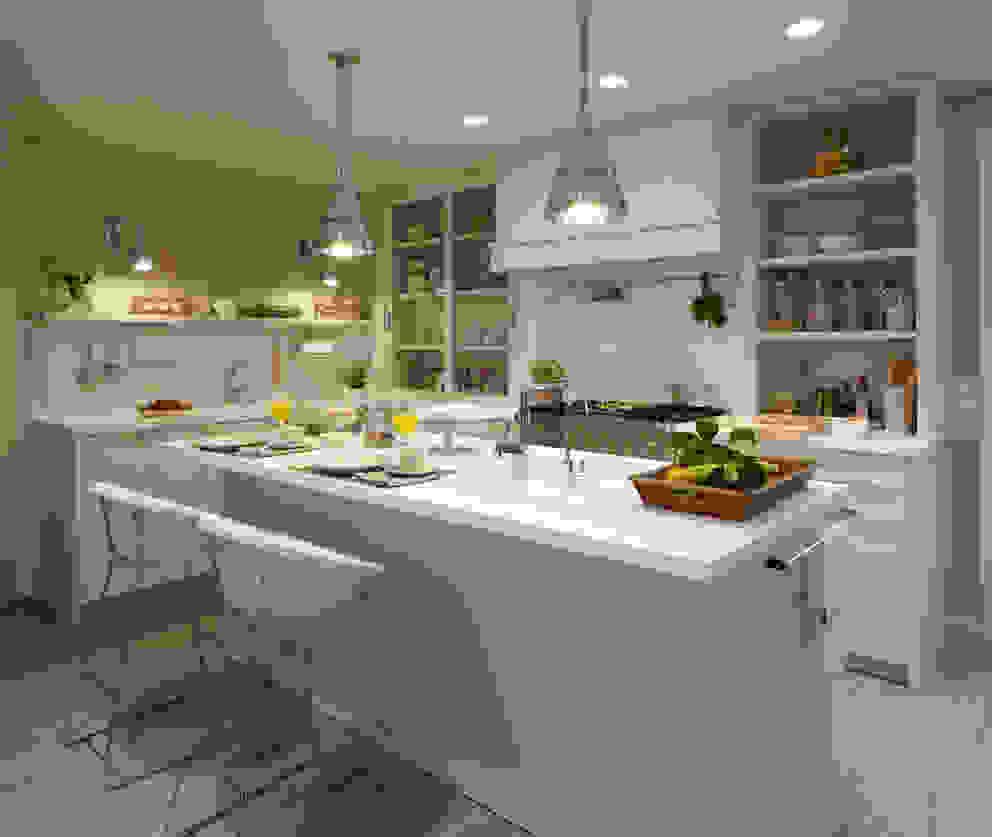 Una completa isla: Cocinas de estilo  de DEULONDER arquitectura domestica