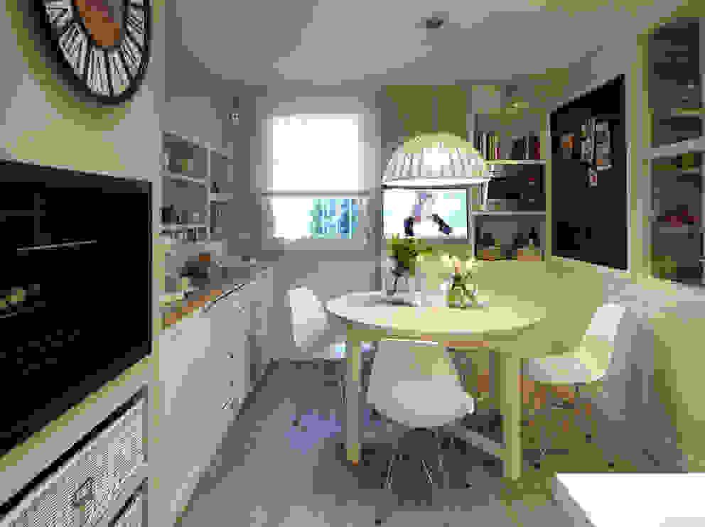 Rincón de office confortable: Cocinas de estilo  de DEULONDER arquitectura domestica