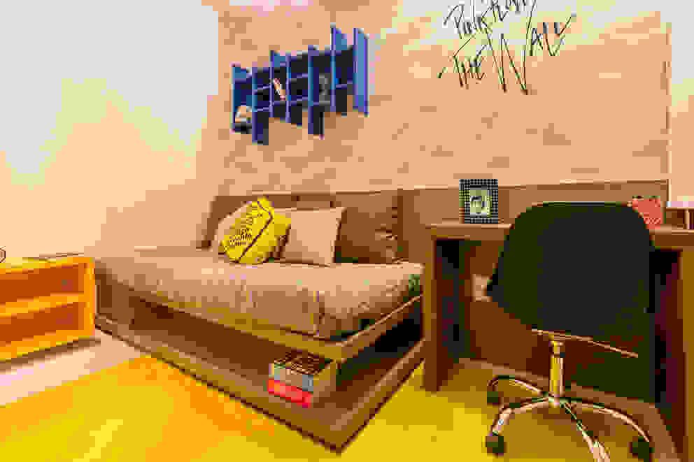 Flávio Monteiro Arquitetos Associados Moderne Schlafzimmer MDF Gelb