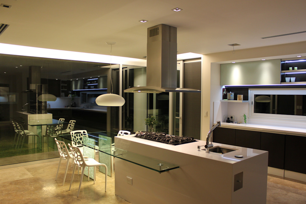Kitchen by cm espacio & arquitectura srl,