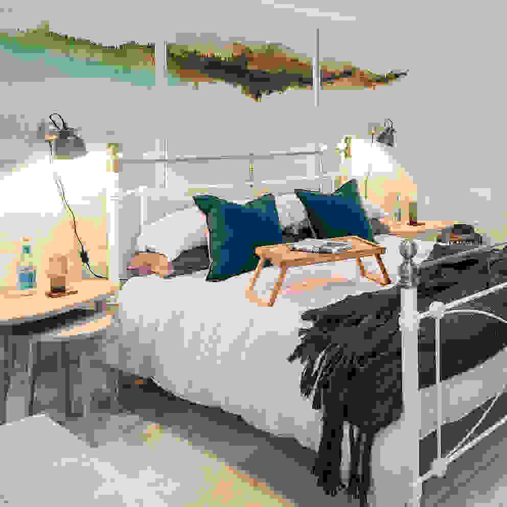 Master bed by WN Interiors Dormitorios de estilo industrial de homify Industrial