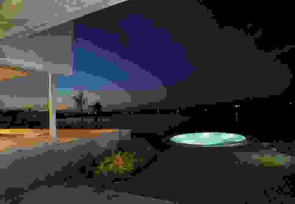 Casa del Cabo Piletas modernas: Ideas, imágenes y decoración de Remy Arquitectos Moderno