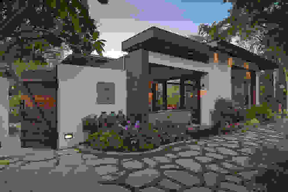 Juanapur Farmhouse monica khanna designs JardínAccesorios y decoración