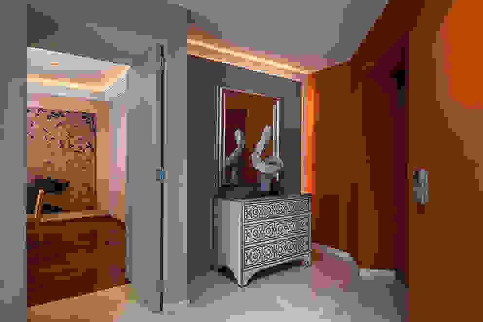 Corredores, halls e escadas modernos por Olivia Aldrete Haas Moderno