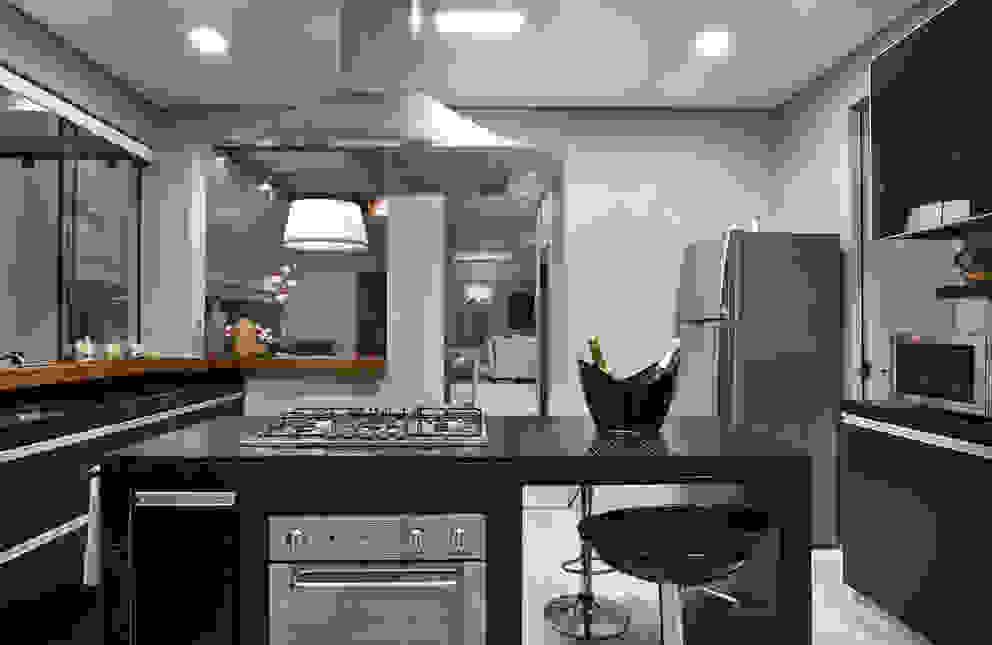 Kitchen by Isabela Canaan Arquitetos e Associados, Modern